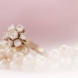 ring met edelsteen